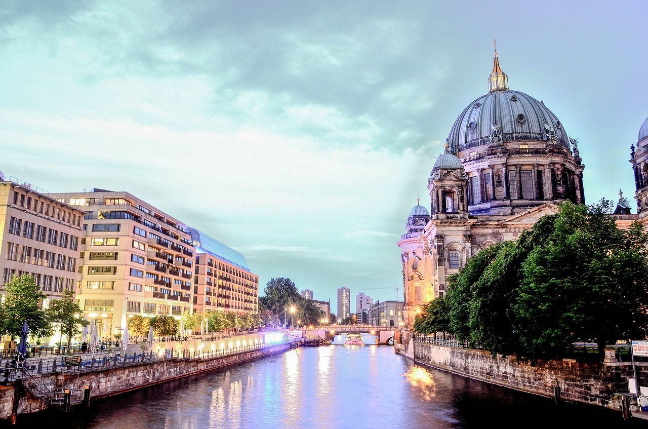 Sie sucht in Berlin
