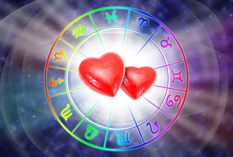 Sternzeichenkalender mit Herzen